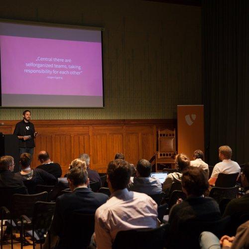 Fabian Stein is showing the punkt.de reinventing mission statement