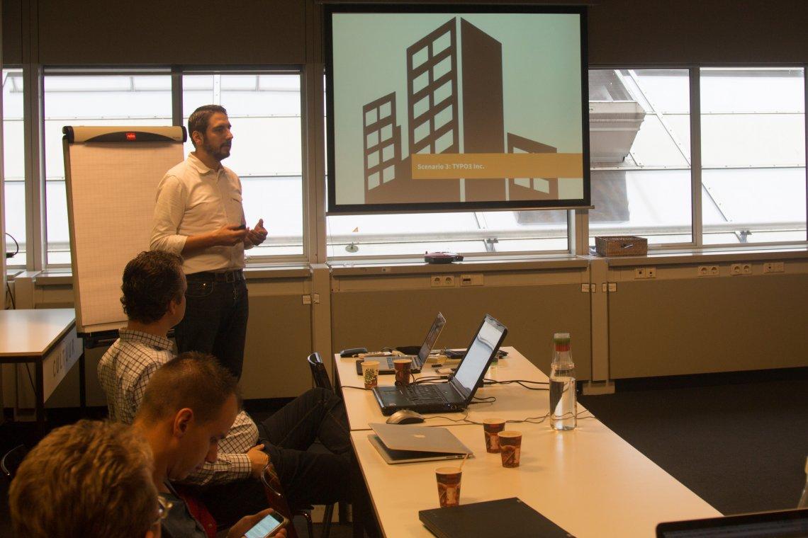 Fabian Stein während einer Präsentation