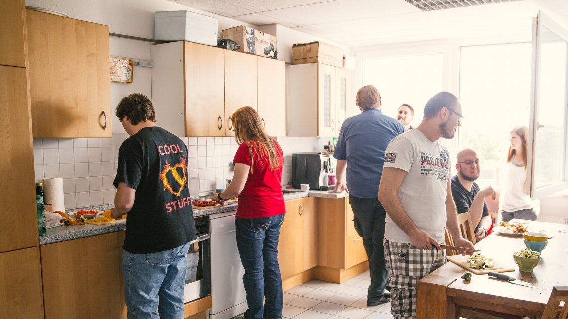 Küche mit Personen