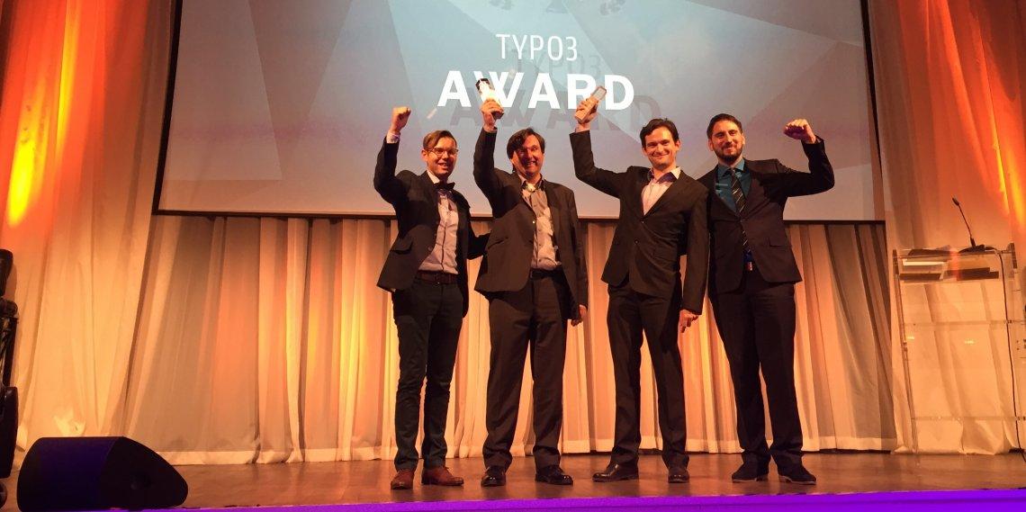 Vertreter von made in, nph deutschland und punkt.de freuen sich über den TYPO3 Community Award